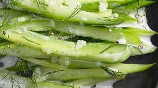 Теплый салат из огурцов. Жареные огурцы с луком.