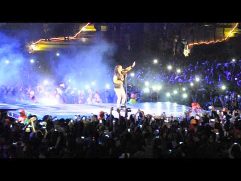 Rihanna sing Karaoke by Cape Town Stadium 24)
