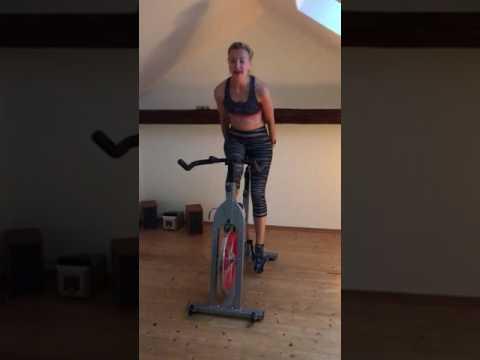Качаем пресс на велотренажере