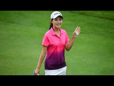 Lovely Xiang Sui Makes Bogey and Smiles at Camera