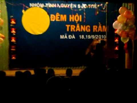 "Chuong trinh ""Dem hoi Trang ram"" cua nhom Suc Tre"