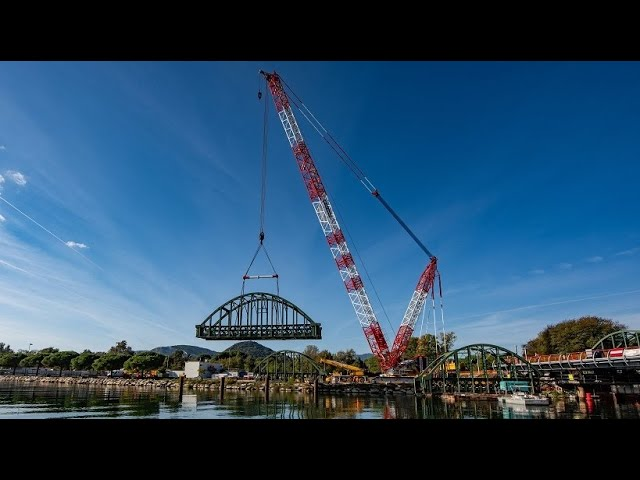 Demag CC 3800-1 dismantles railroad bridge near Cannes