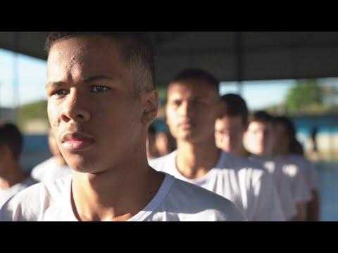Brésil : la discipline militaire sur les bancs de l'école