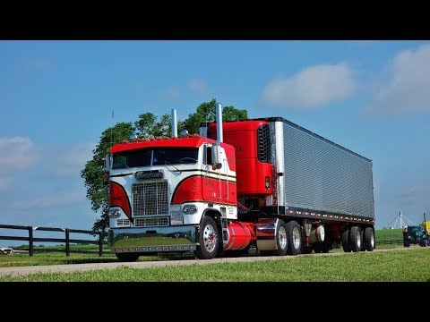 Classic Trucks On The Move - ATHS National Show 2018