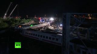 Al menos 18 muertos y 171 heridos al descarrilar un tren en Taiwán
