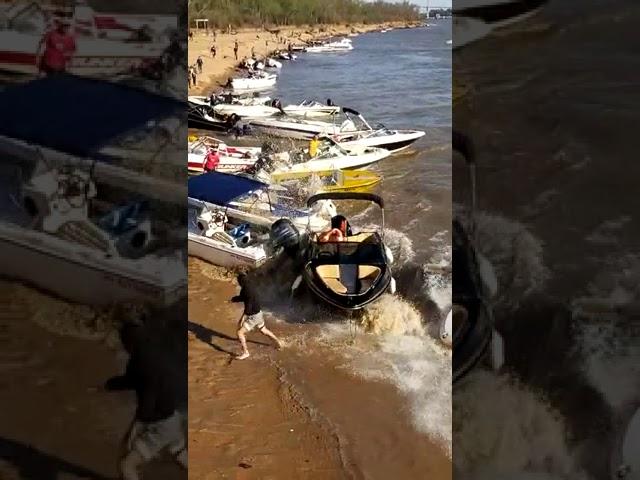 Accidente en el río con olas y lanchas - Parte II