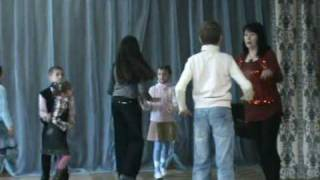 Уроки танцев в Азербайджанской школе в Украине