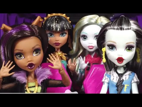Monster High™💜🎵Carpool Karaoke with Monster High Ghouls 💜🎵Car Ghoul Karaoke | Monster High Songs