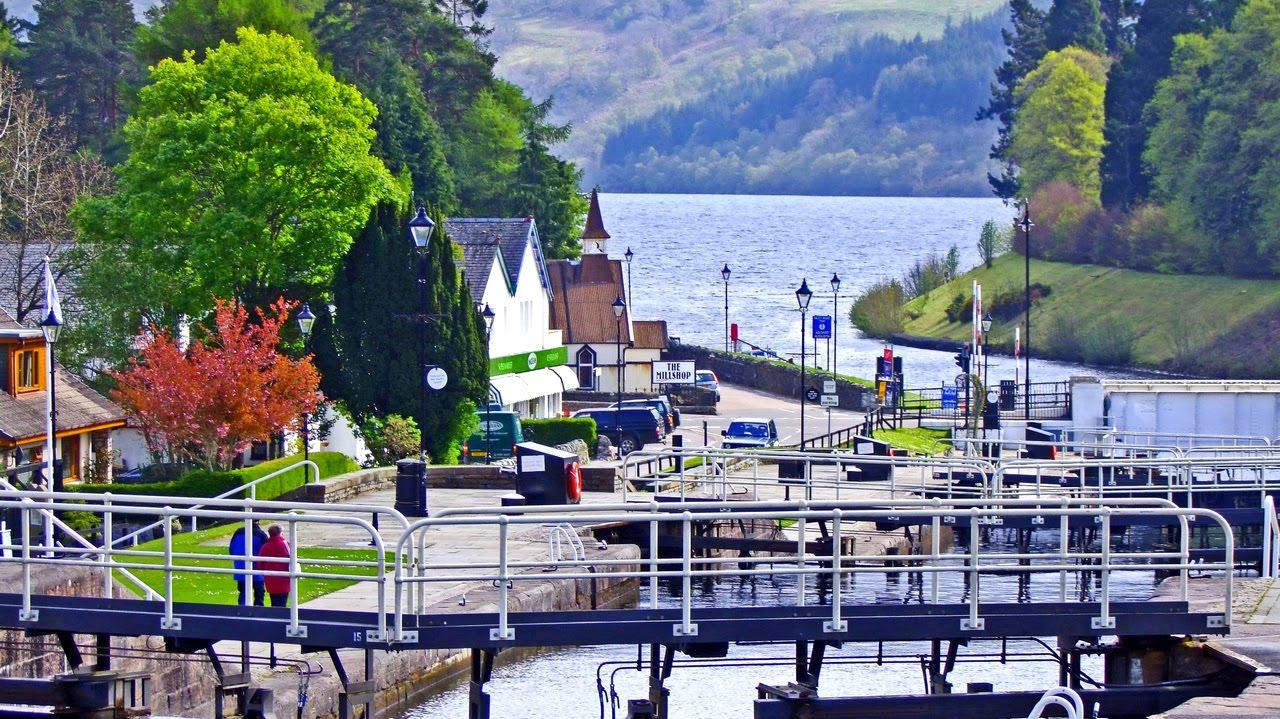 Fort Augustus Scotland • The Famous Fort Augustus Locks ...