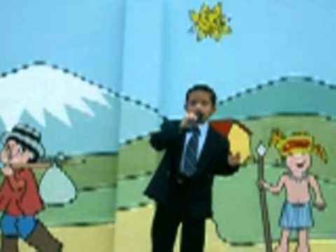 Luisito Andrade Castro cantando en la escuela
