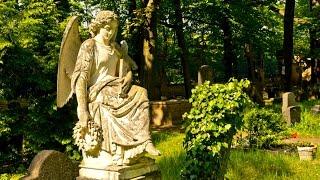 Русский православный храм и кладбище в Берлине район Тегель.