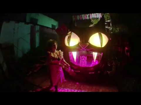 Fake Halloween maniac juggles genuine machetes in New Orleans