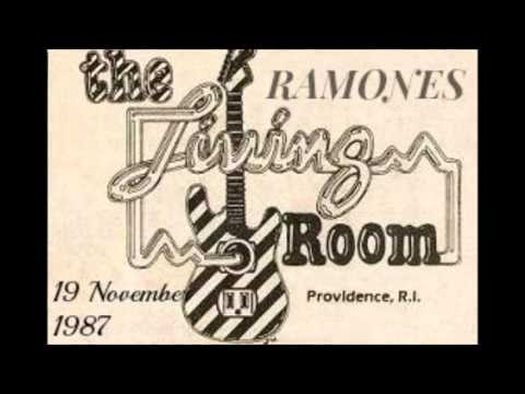 Ramones Live The Living Room, Providence, Rhode Island, USA 19/11/1987  (FULL SHOW) Part 11