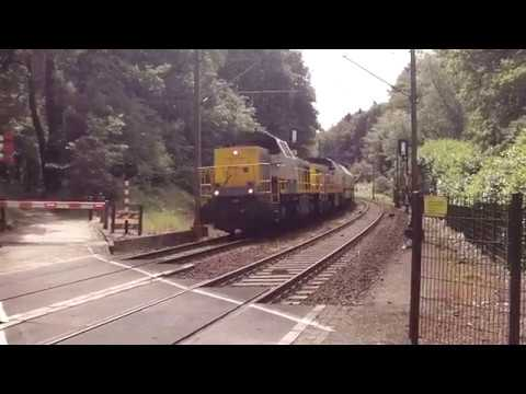 Lineas Class 7700/7800 Diesel Locomotives With Lime Train at Venlo NL 10.6.2017