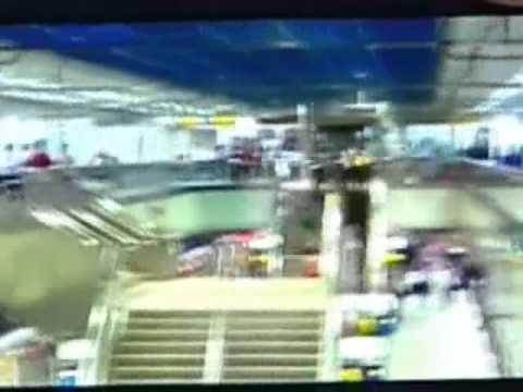 江子翠捷運站隨機砍人站內追捕畫面 - YouTube