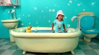 Fun play at the theme park of Peppa toy / в парке Свинки Пеппы
