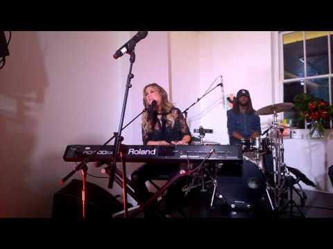 Delta Goodrem - Lost Without You (London Secret Show)