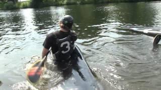 Outtake/Fail - TV-Moderator fällt beim Kanu fahren (Kanupolo) ins Wasser
