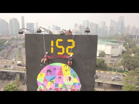 Protesters scale billboard in Asiad-host Jakarta over toxic air