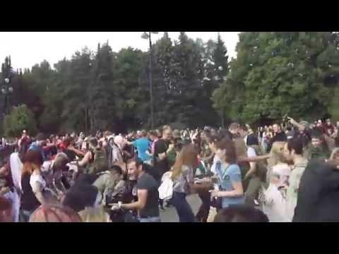 Зомби-моб 6 Санкт-Петербург. Битва у фонтана  зомбимоб6 zombiewalk6