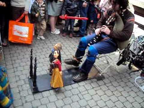 Namur en Mai ( Marionnettiste )