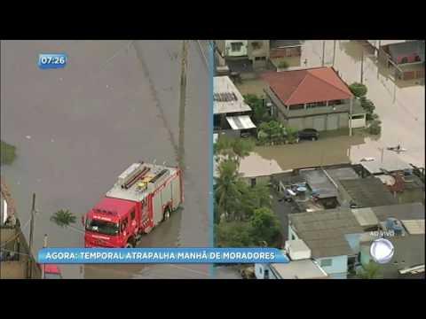 Moradores ficam ilhados após tempestade no Rio de Janeiro