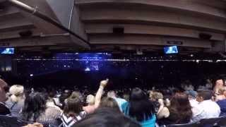 Blake Shelton - Neon Light Live at Houston Rodeo 3-19-15 [HD]