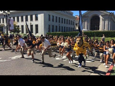 Cal Cheerleaders, Dance Team, Rally Committee, Mic Men, Oski, Band run vs. USC 2017 (Slow Motion)