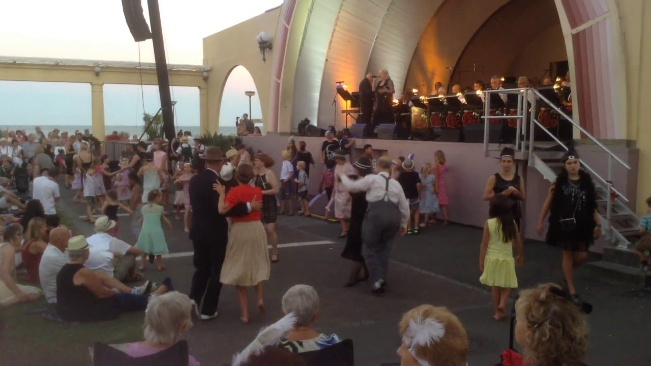 Art Deco Festival 2016 Napier Song And Dance At Big - Deco Festival