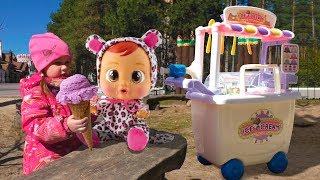 Куклы и тележка мороженого Kids pretend play with ice сream toy cart Video for kids