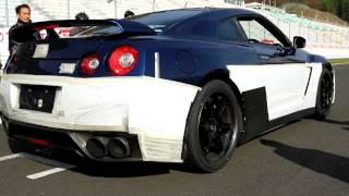 """""""Sim, 2,8 segundos é o tempo que o Nissan GT-R versão 2012, em arra..."""