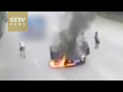 Hot weather causes car to spontaneously burst into flames in south China