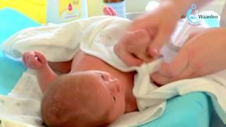 De baby in bad doen en verzorgen – Kraamzorg de Waarden