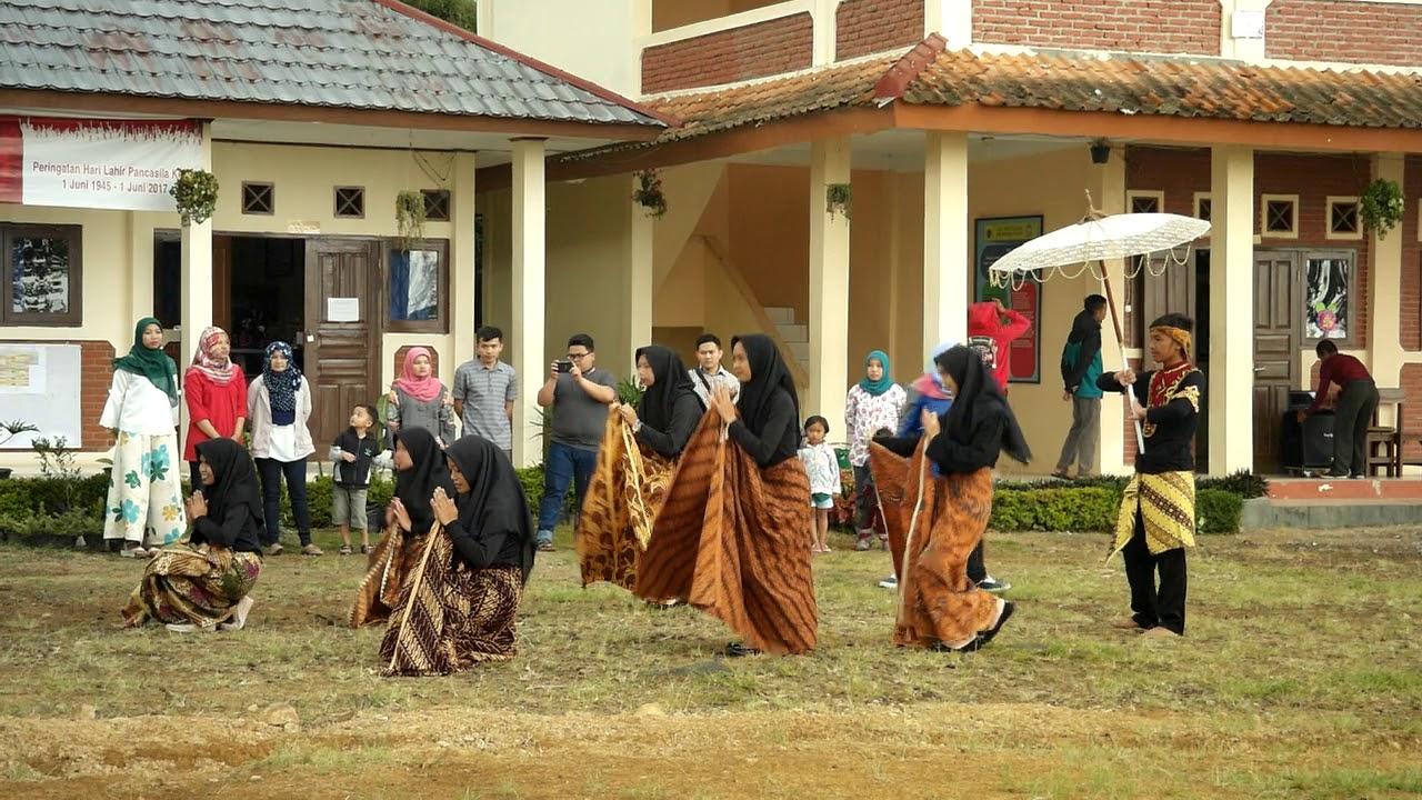 Indonesia  South Korea Culture Exchange at SMK Negeri 2 Pacet  Tarian Penyambutan 2  YouTube