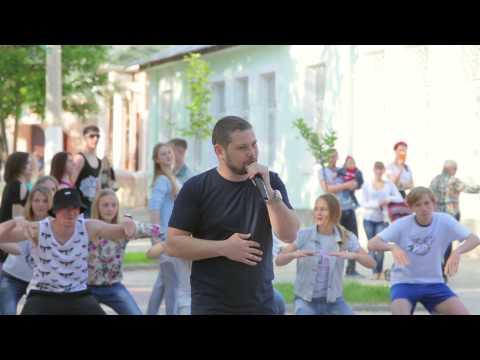 Флешмоб под песню в собственном исполнении в центре г.Саки