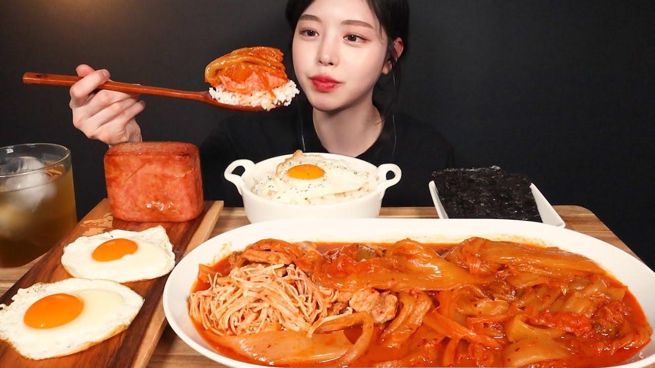SUB)밥도둑 삼겹김치찜에 통스팸 먹방! 흰쌀밥 달걀후라이까지 집밥 리얼사운드 Kimchijjim and Spam Home Food Mukbang Asmr