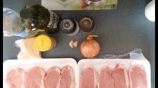 Стейки из свиной корейки  в духовке под луком и сыром рецепт видео
