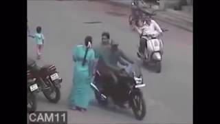 CCTV Footage: Chain snatching Incident in india viral