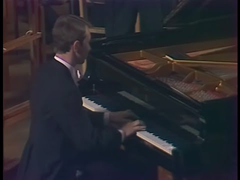 Mikhail Pletnev plays Rachmaninoff Rhapsody on a Theme of Paganini - video 1983