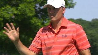 Jordan Spieth pours in a 20-footer for birdie at DEAN & DELUCA