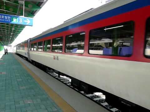 DL牽引ムグンファ号 馬山駅到着 ...