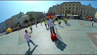 Rekord Guinnessa w jednoczesnym podbijaniu piłki do siatkówki - mecz rozgrzewkowy 360°