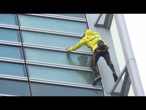 سبايدرمان الفرنسي أليان_روبرت يتسلق ناطحة سحاب في باريس دون حزام أمان  - نشر قبل 2 ساعة