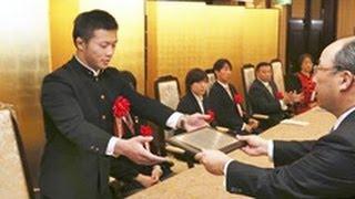 2013年北海道新聞スポーツ賞の贈呈式が5日、札幌市のホテルで開か...
