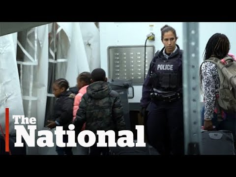 What happens at an illegal border crossing | Raw video