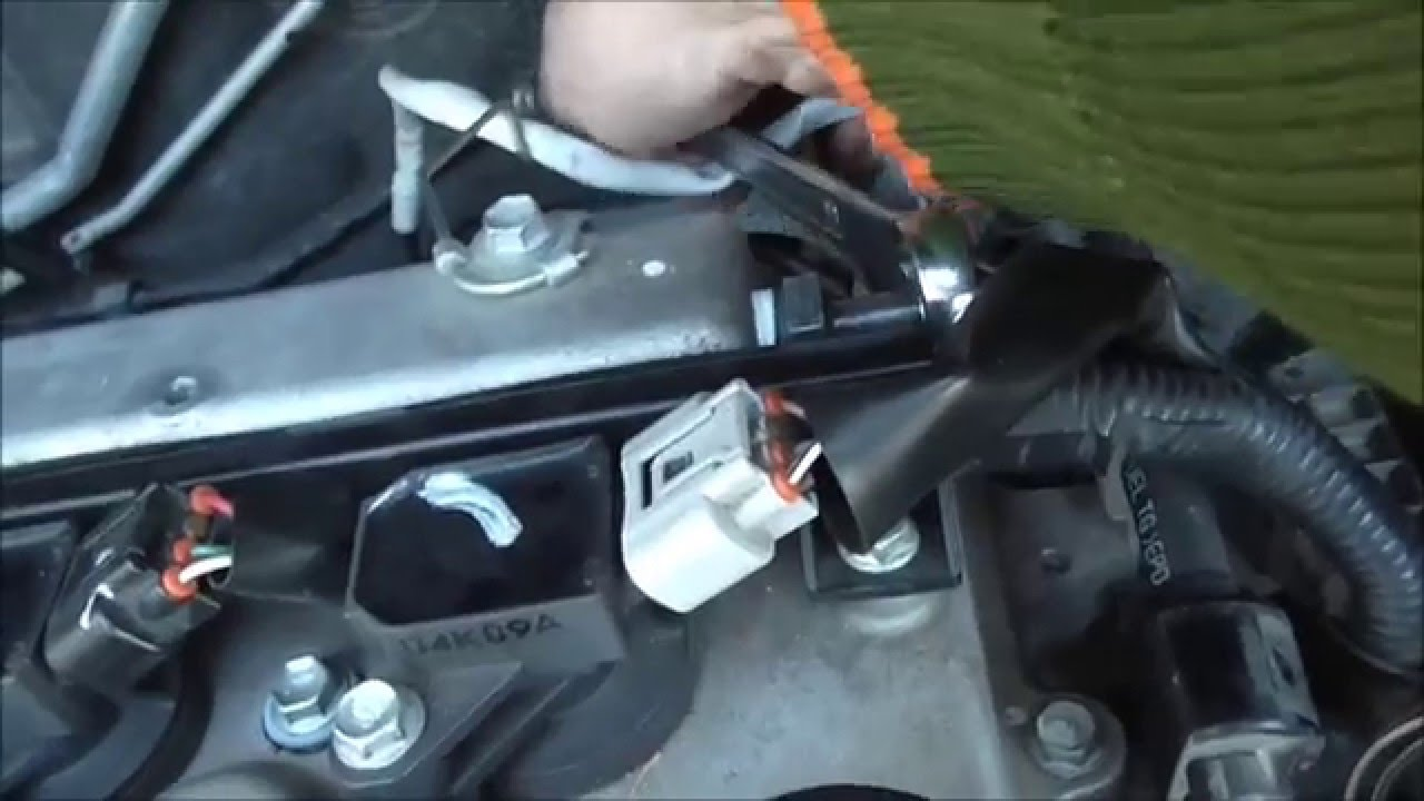 2008 Toyota Corolla How to check and clean the PCV engine