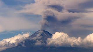 Berüchtigter Vulkan in Mexiko spuckt wieder Asche