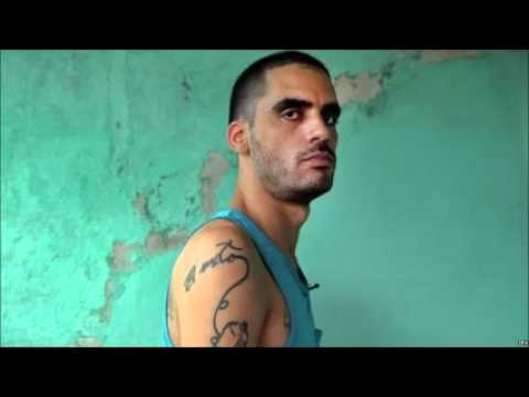 Cuban artist jailed for mocking Castros is released