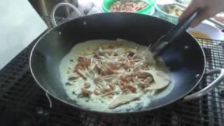 Đổ bánh xèo tép đồng, cổ hủ dừa cuốn rau rừng - Making Vietnamese Pancakes