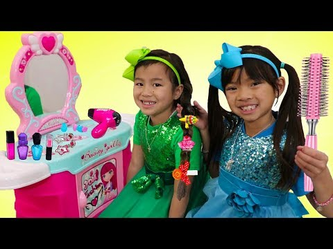 Emma & Jannie Pretend Play w/ Hair Styling Beauty Salon & Cute Kids Hair Styles Toys